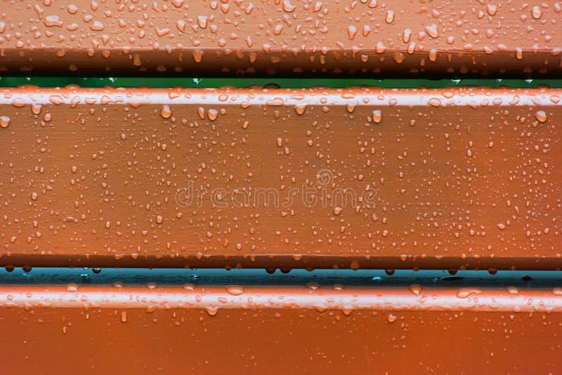 Brown deski zakrywać z raindrops fotografia royalty free