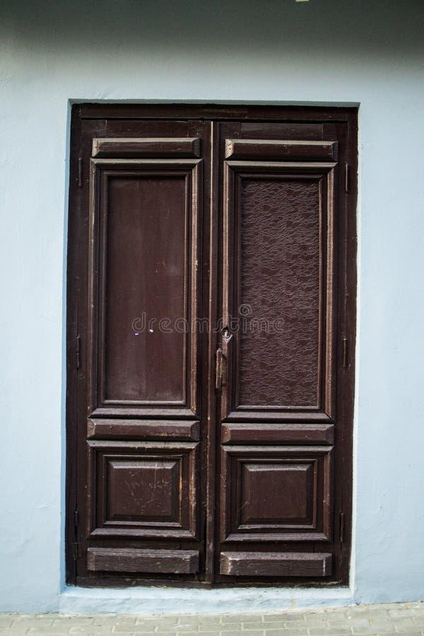 Brown drewniani drzwi zdjęcia stock