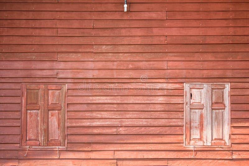 Download Brown drewniany okno zdjęcie stock. Obraz złożonej z okno - 57670220