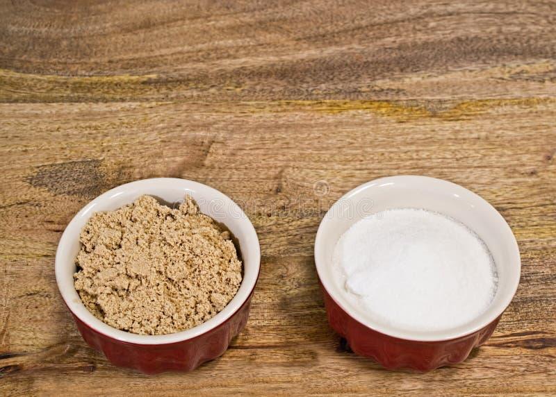Brown e açúcar branco fotografia de stock royalty free
