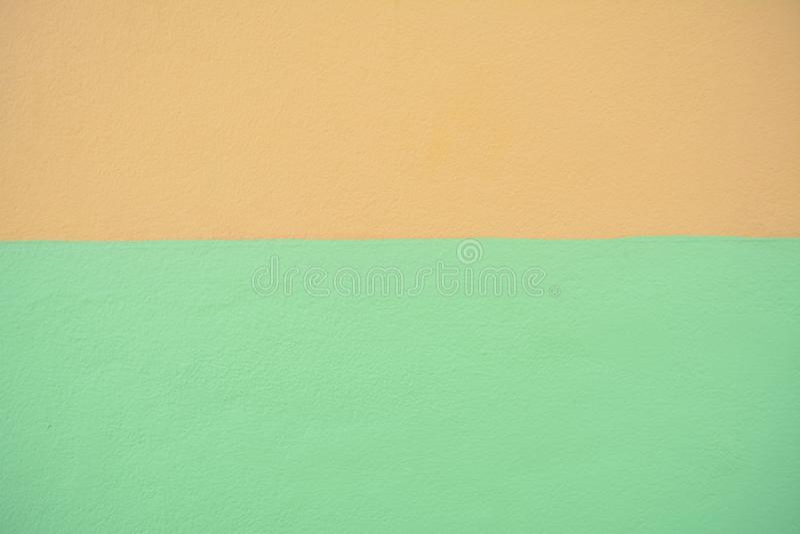 Brown e fundo verde da textura da cor da pintura do muro de cimento imagens de stock