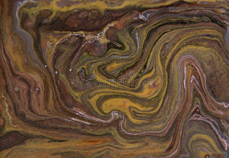 Brown e modello di marmorizzazione dell'oro Struttura liquida di marmo dorata immagini stock libere da diritti