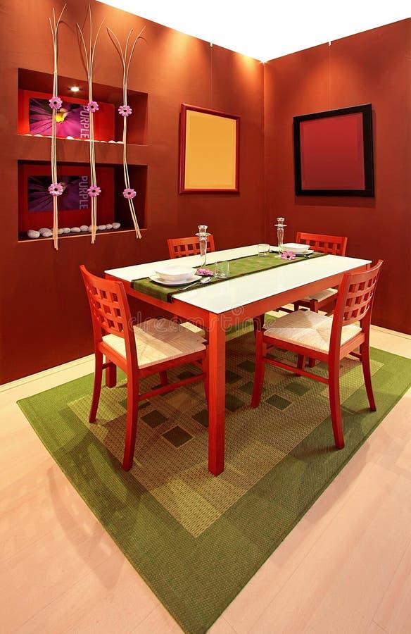 Download Brown-Esszimmer stockbild. Bild von dekorativ, platten - 9094507