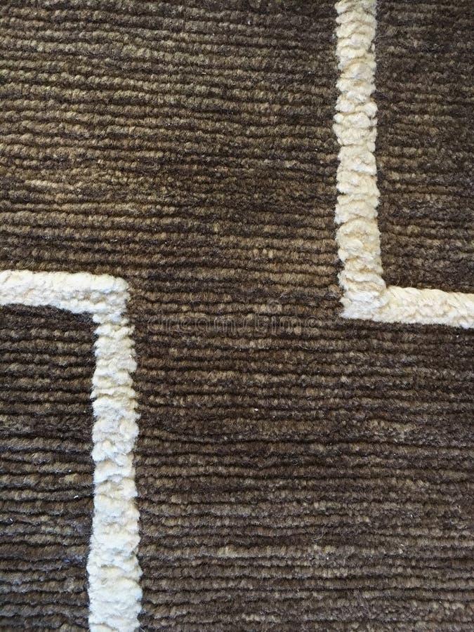 Brown et tapis blanc image stock