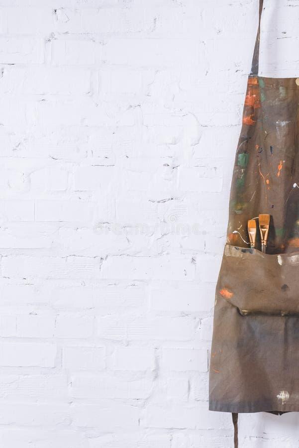 Brown fartuch z muśnięć wieszać obraz royalty free