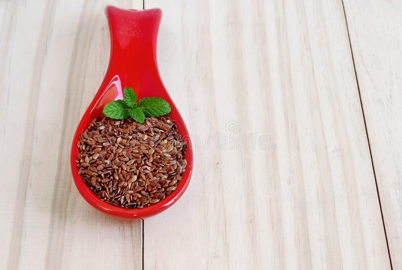 Brown flaxseeds Zdrowi seads z witaminami i kopalinami zdjęcia stock