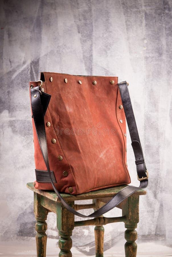Brown-Frauenhandtasche stockbild