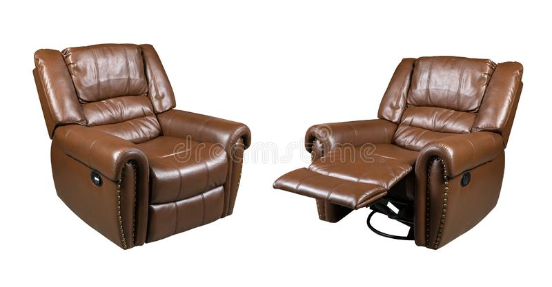 Brown garnissent en cuir la chaise de recliner d'isolement sur le fond blanc photo libre de droits