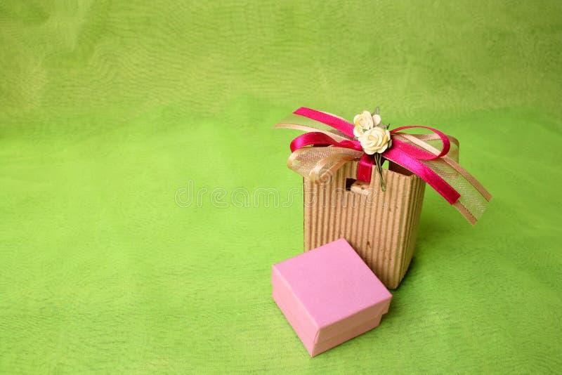 Brown-Geschenk-Tasche lizenzfreies stockfoto