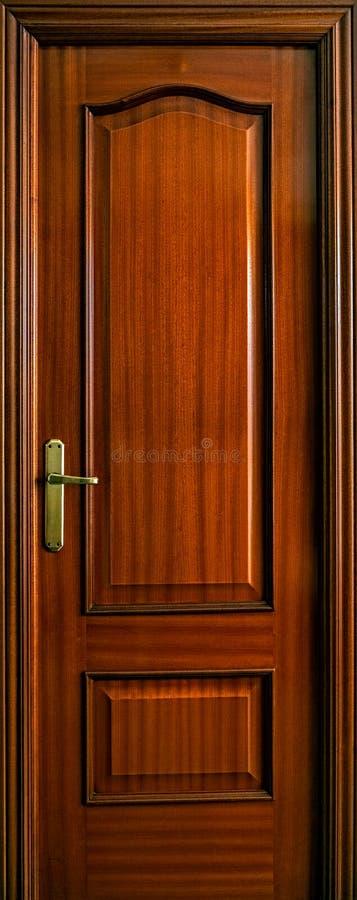 Brown-hölzerne Tür stockfotografie