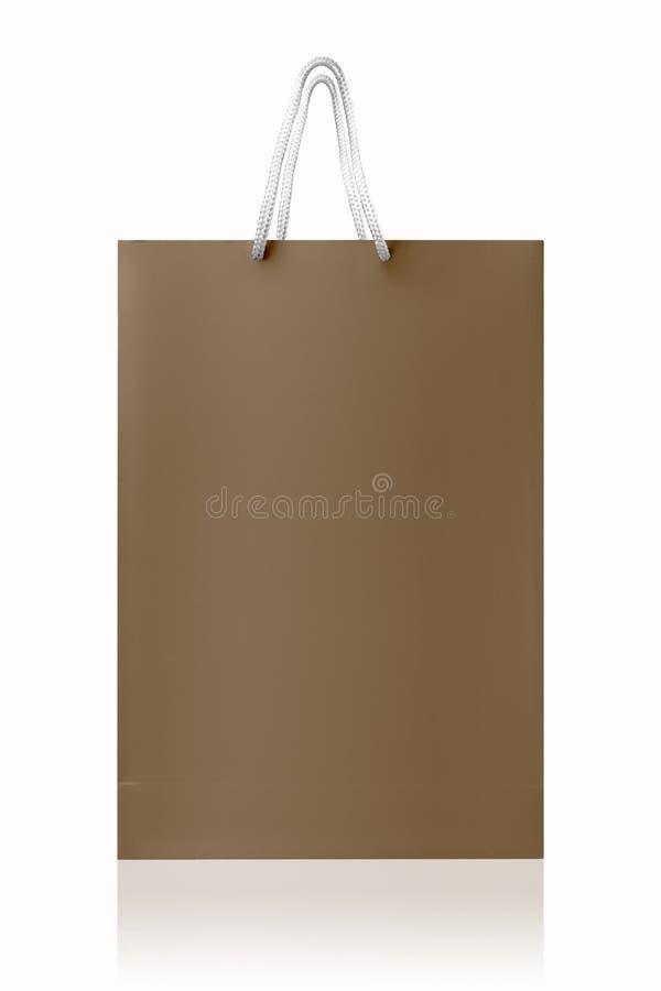Brown ha riciclato il sacchetto della spesa, isolato con il percorso di ritaglio su fondo bianco fotografia stock libera da diritti