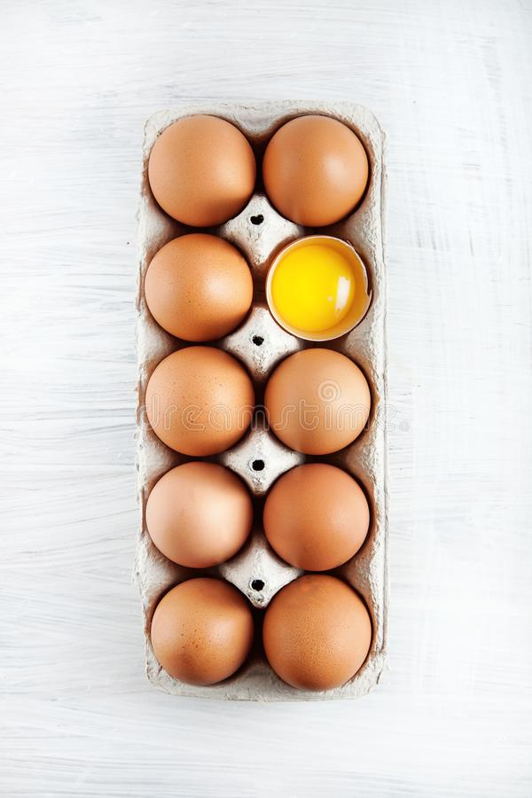 Free Brown Hen`s Eggs One Egg Yolk Visible Decorated In A Box Royalty Free Stock Photos - 113455508