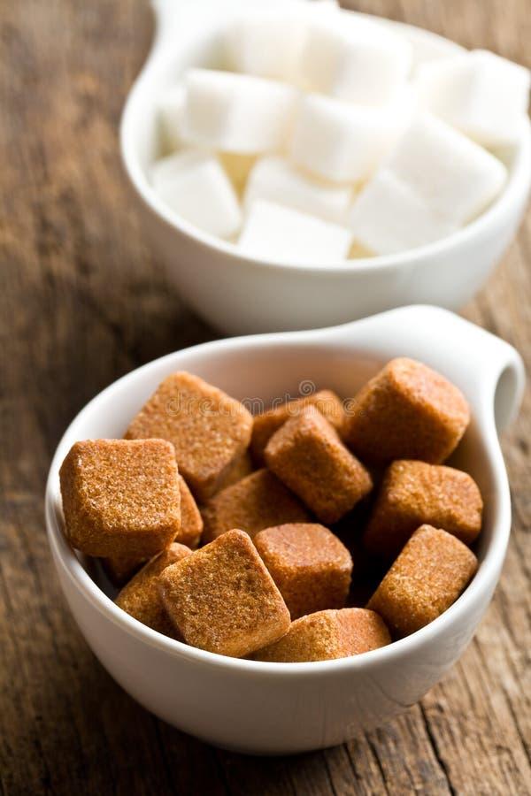 Brown i białego cukieru sześciany zdjęcia royalty free