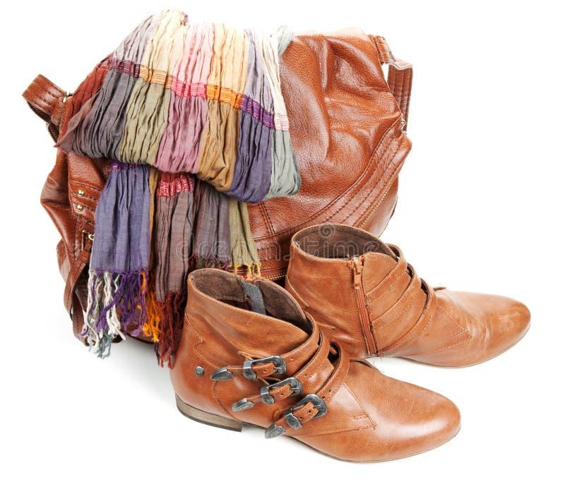 Brown-lederner Beutel, Schal und weibliche Matten der Paare lizenzfreie stockbilder