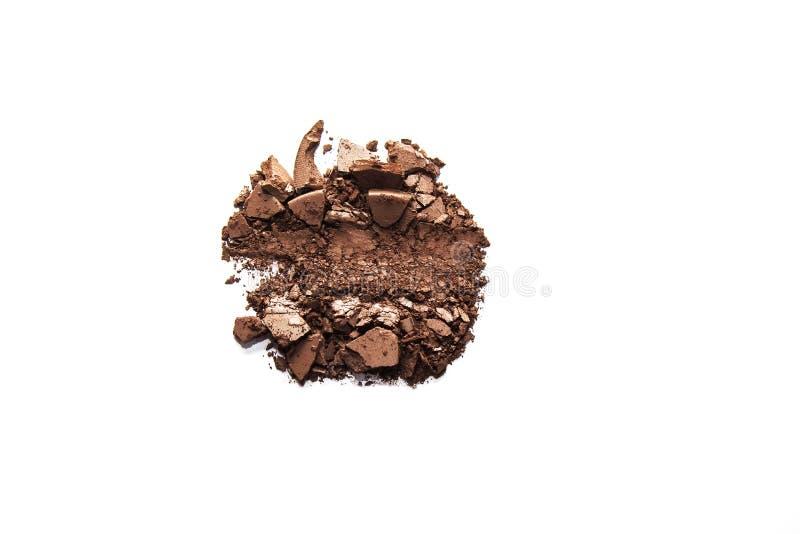Brown-Lidschatten zerquetschte die Proben, die auf weißem Hintergrund lokalisiert wurden stockfotos