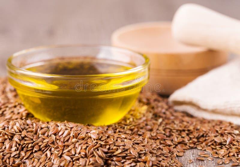 Brown lna ziarna i flaxseed olej dalej zdjęcie royalty free