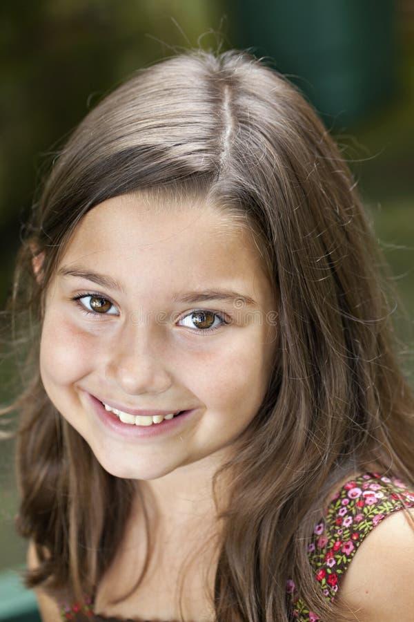 Brown musterte kleines Mädchen lizenzfreie stockfotos