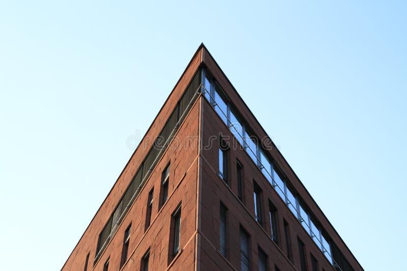 Brown nowożytny budynek biurowy obraz royalty free