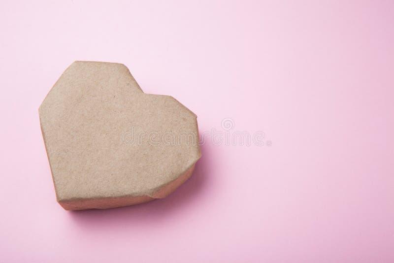 Brown papieru serce, opróżnia przestrzeń dla teksta zdjęcie royalty free
