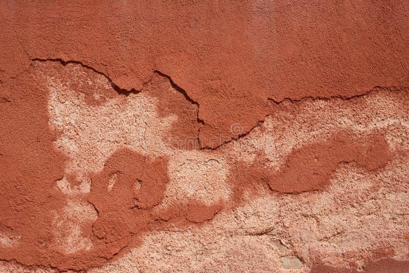 Brown pintó el fondo pelado de la textura de la pared fotos de archivo