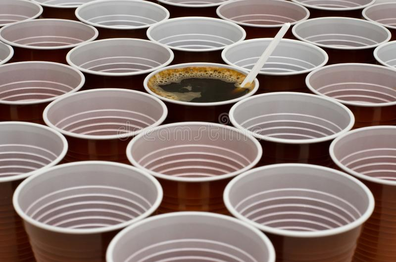 Brown-Plastikschalen stockfotos