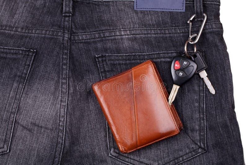 Brown portfel, samochodów klucze na czarnym cajgu zdjęcie royalty free