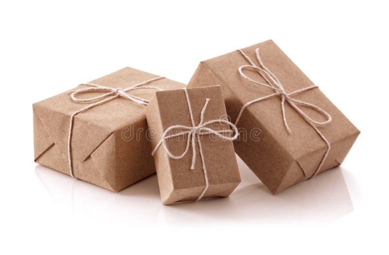 Brown przetwarzał papierowych prezentów pakuneczki zdjęcie royalty free