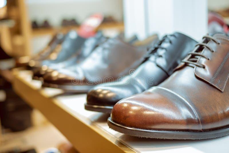 Brown rzemienni buty dla m??czyzn obraz royalty free
