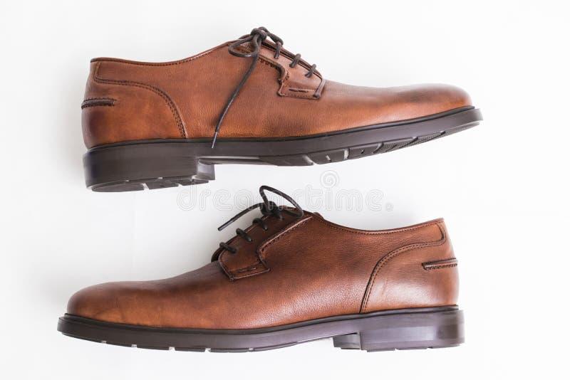 Brown rzemienni buty izolujący obraz stock