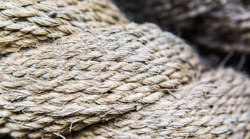 Brown-Schiffsschleppseilnahaufnahme lizenzfreie stockbilder
