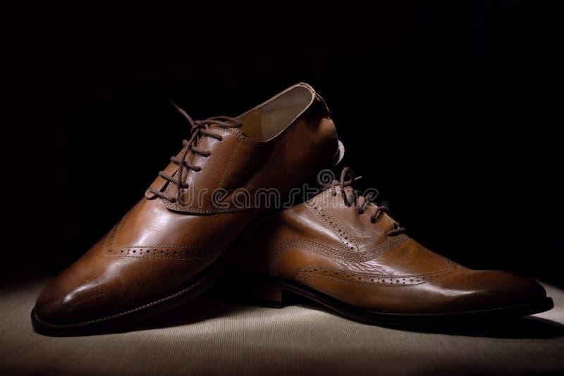 Brown sirve los zapatos de cuero handcrafted de la moda fotografía de archivo libre de regalías