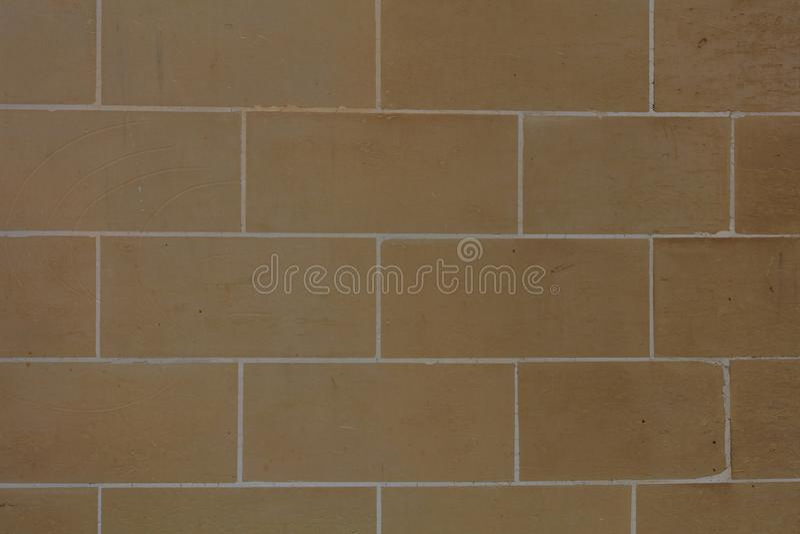 Brown-Steinwand-Fassadenhintergrund in Malta stockfoto