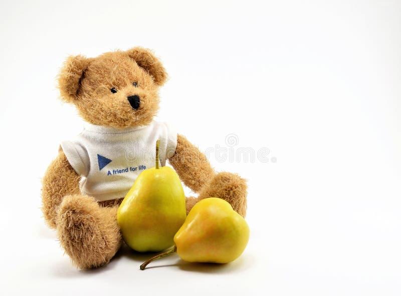 Brown-Teddybärspielzeug im weißen T-Shirt mit Birnen lizenzfreie stockbilder