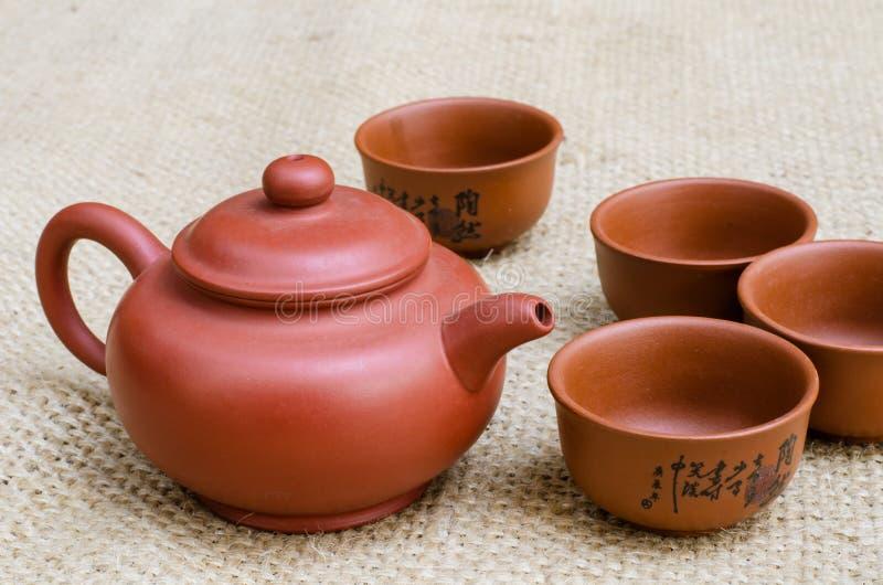 Brown-Tee-Satz lizenzfreie stockfotografie