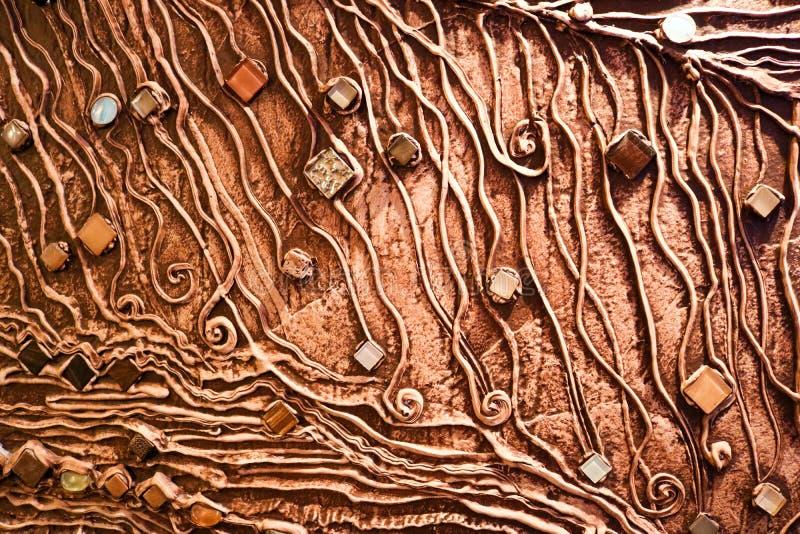 Brown tekstura betonowa ściana zrobi dekoracyjny tynk z dodatkiem klejnotów, szkło kwadratów i ci barwiących, fotografia royalty free