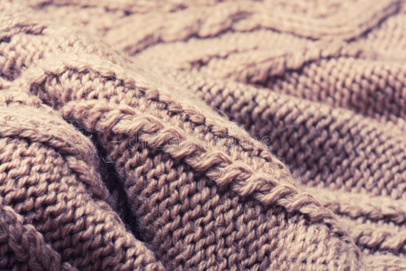 Brown a tricoté de laine images stock