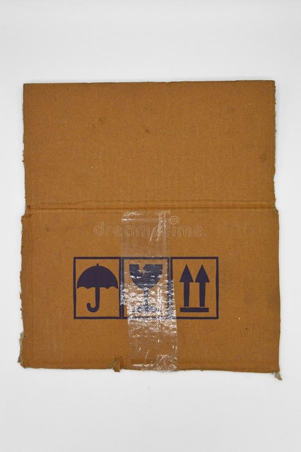 Brown und beige farbige Wellpappe, Warnzeichen stockfotografie