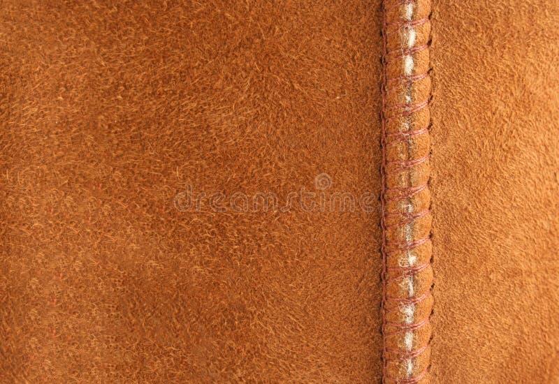 Brown-Velourslederhintergrund mit Naht stockfoto
