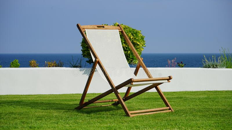 Brown And White Wooden Lounger Free Public Domain Cc0 Image