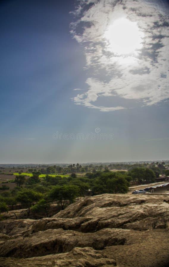 Brown, zieleni, błękitnego i białego horyzont, zdjęcie royalty free