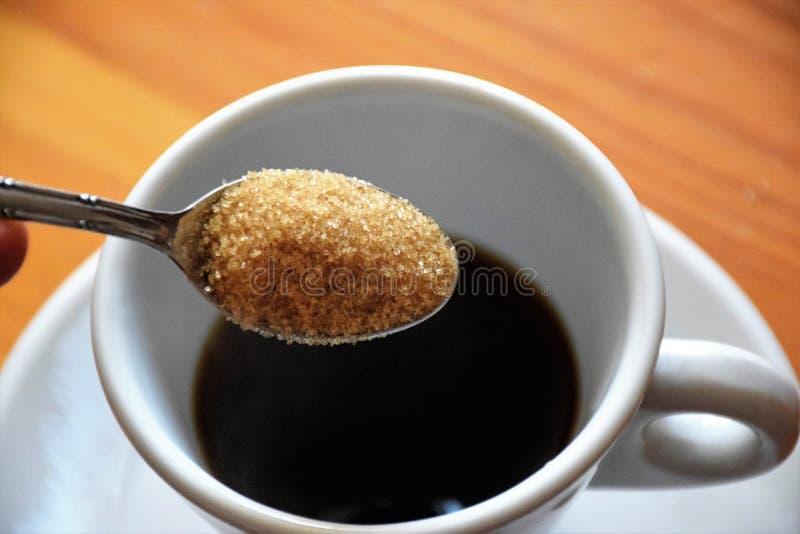 Brown-Zucker für Kaffee lizenzfreie stockfotos