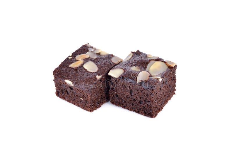 Brownie κέικ με τη φέτα αμυγδάλων στο άσπρο υπόβαθρο στοκ εικόνες