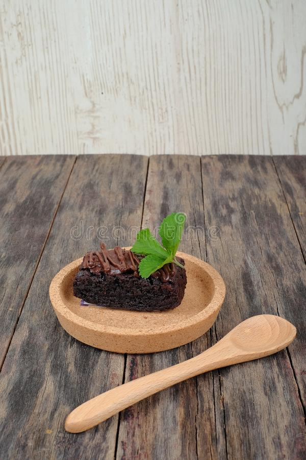 Brownie Cake On Wooden Table photographie stock