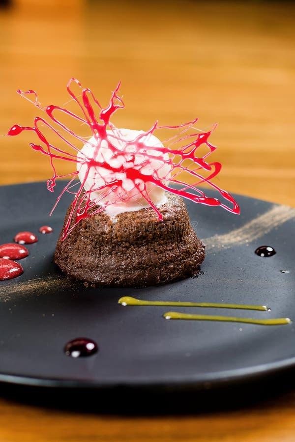 Brownie com gelado de baunilha fotos de stock royalty free