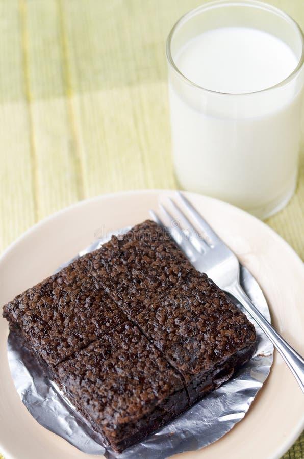 Brownie com leite fotografia de stock