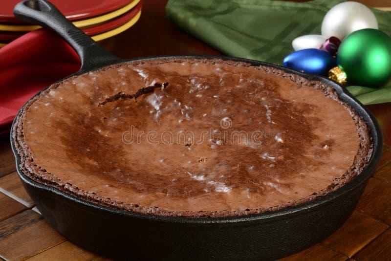 'brownie' cuits au four frais dans la casserole image libre de droits