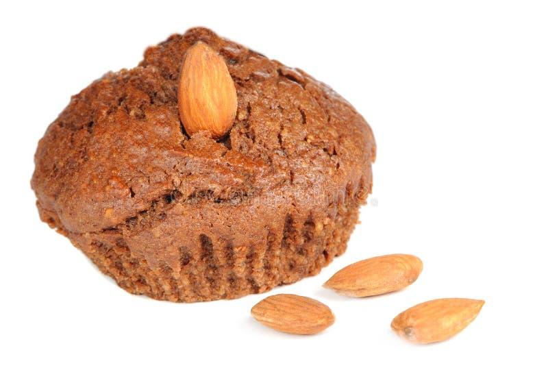 Brownie Cupcake με τα αμύγδαλα που απομονώνονται στο άσπρο υπόβαθρο στοκ εικόνα με δικαίωμα ελεύθερης χρήσης