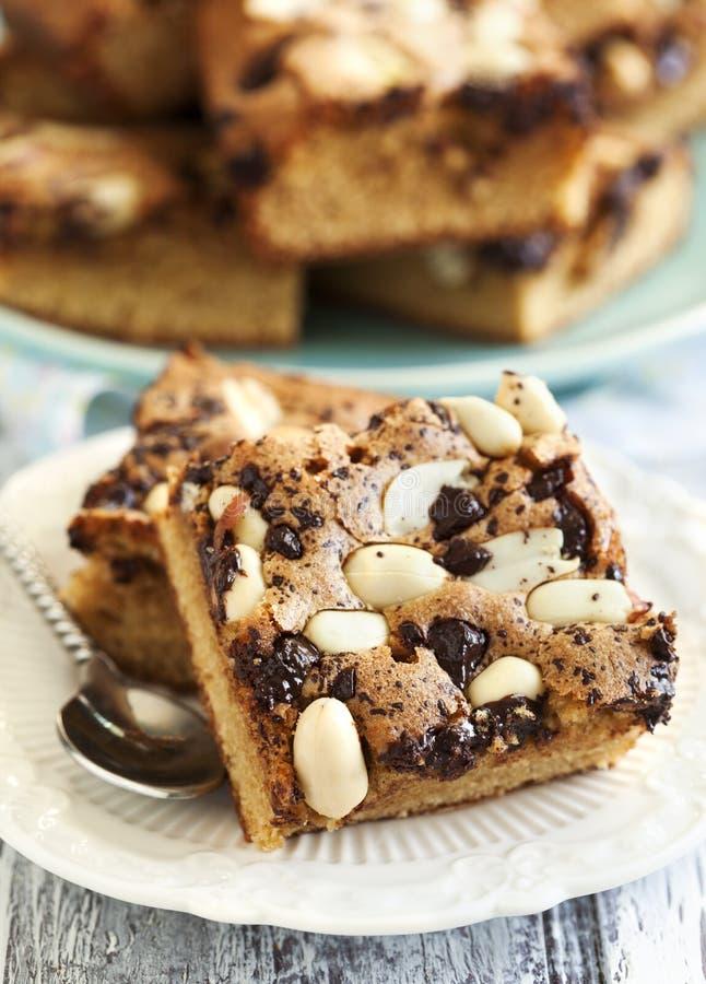 'brownie' de sucre roux avec du chocolat et des arachides photographie stock libre de droits