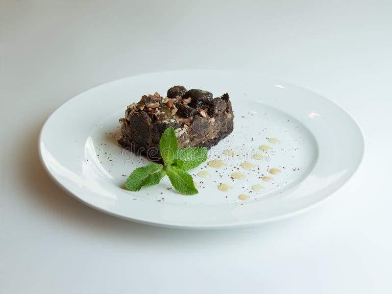 Brownie del cioccolato del dolce su fondo di legno immagini stock libere da diritti