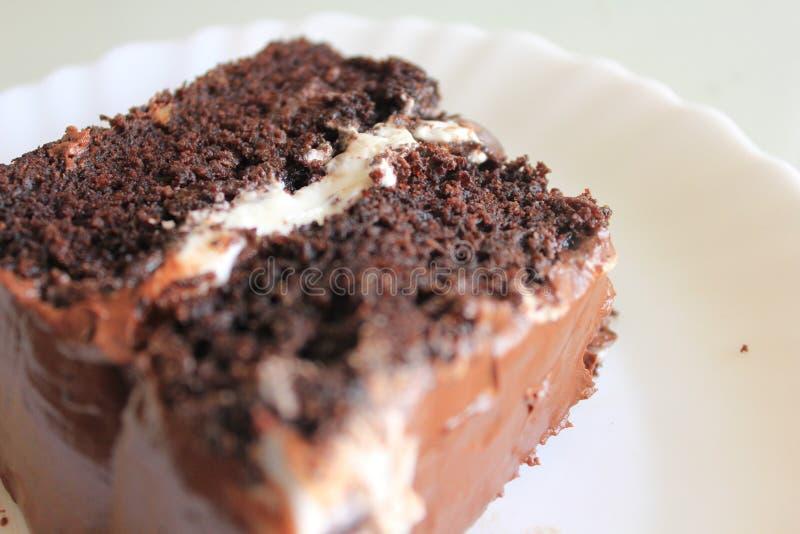 Brownie del dolce su una celebrazione bianca del dessert del piatto fotografia stock